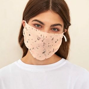 Accessories - NWT Graphic 🖤 face mask covering